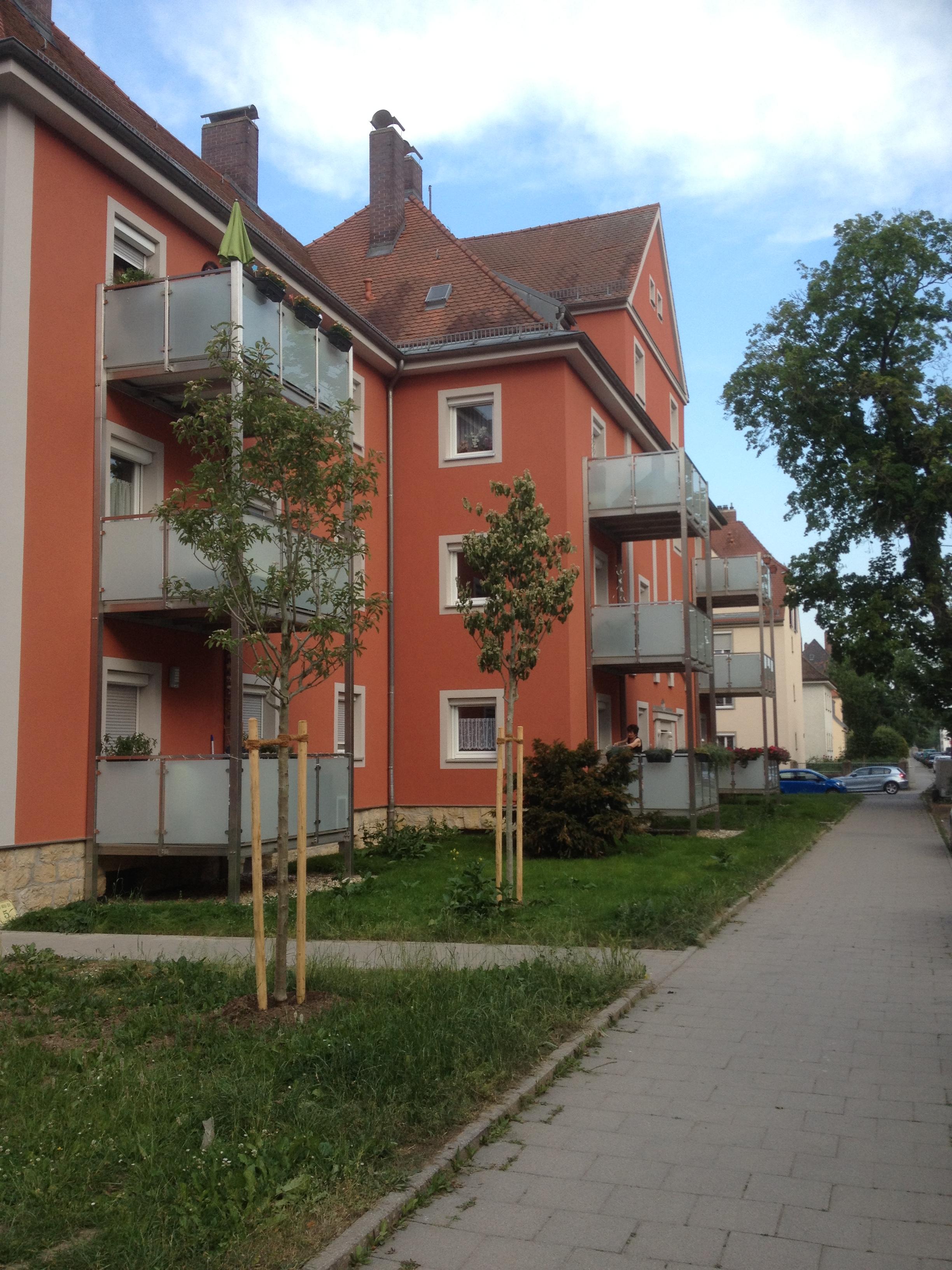 Montage von 3-stöckigen Balkontürmen in Regensburg