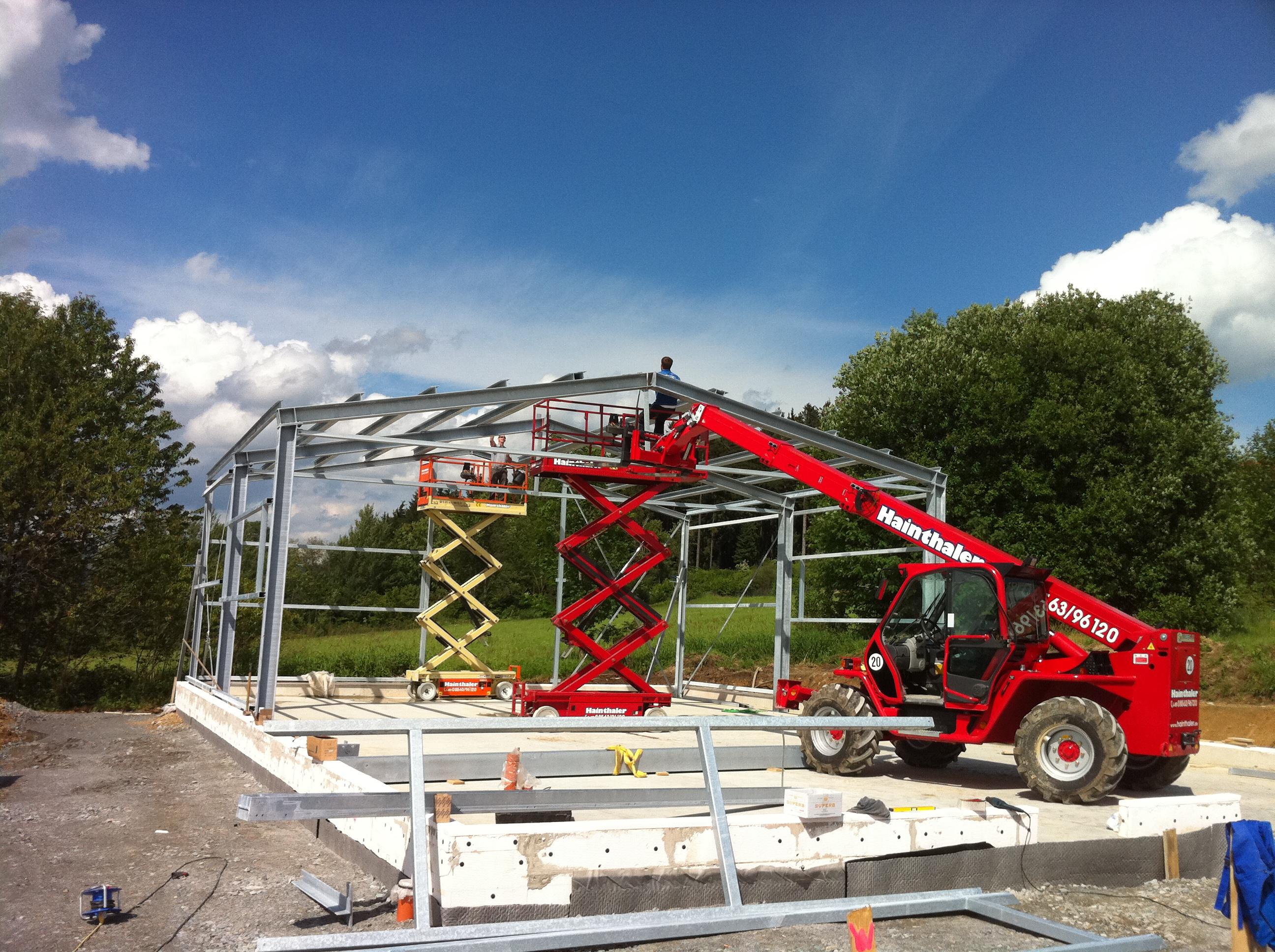 Montage einer Stahlhalle in Hohenau
